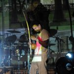 Entre a bateria e a percussão, o berimbau / Beto Figueirôa