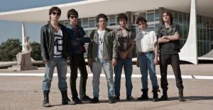 Renato Russo com Fê e Flávio Lemos e outros músicos da turma